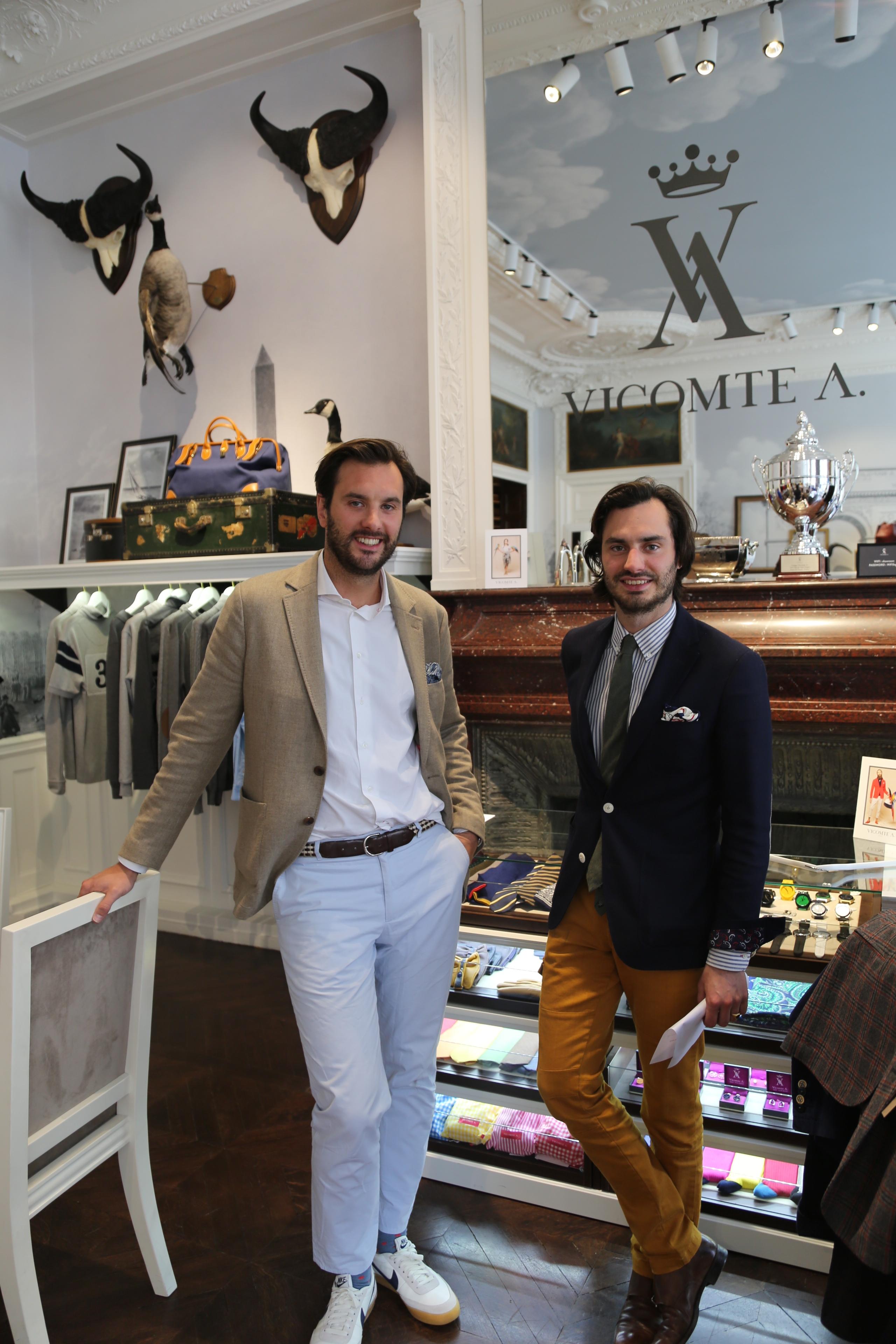 ©Chevalannonce - (de gauche à droite) Arthur et Marcy de Soultrait dans le showroom Vicomte A