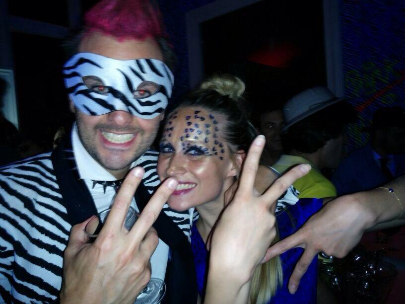 ©Chevalannonce - soirée Punk Safari Vicomte A, Arthur déguisé en zèbre punk et moi déguisée en panthère bleue